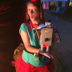 Wanderroboter CCC mit Frau